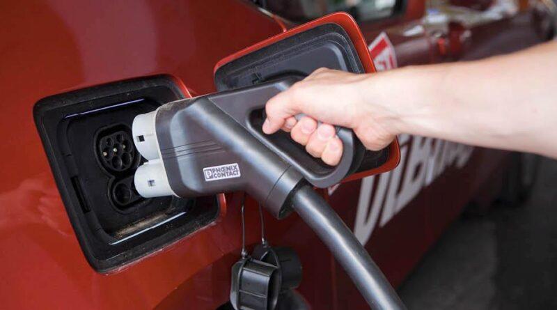 Nya planen: Ladda elbil och tanka vätgas ska bli smidigare