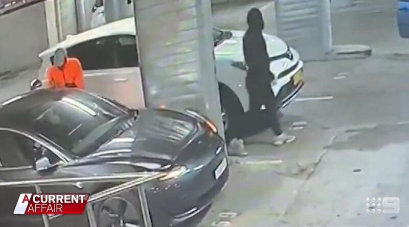Video: Klantiga tjuvar stjäl en Tesla – tänker inte på att den är uppkopplad