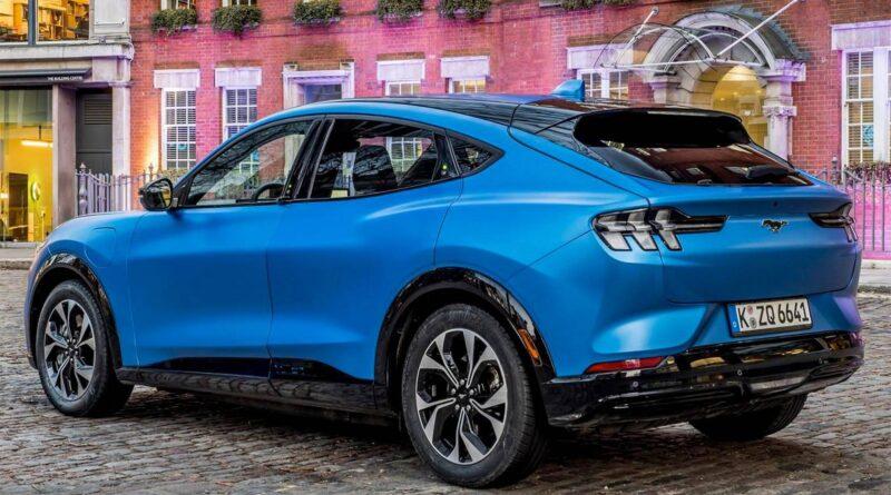 Fords u-sväng: Kan tillverka egna battericeller