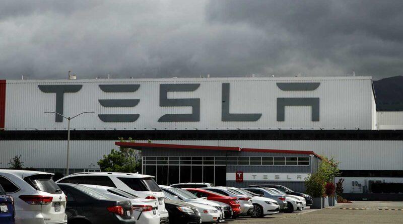 Tesla drar i nödbromsen – återkallar över 9 500 bilar