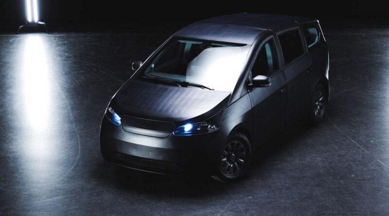 Sono Motors visar upp produktionsversionen av sin elbil med solpaneler