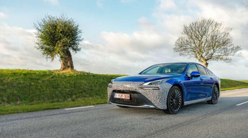Toyotas bränslecellsbil är lyxig men svår att tanka