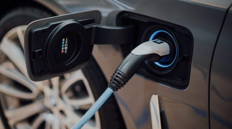 Rekordintresse för begagnade elbilar – motorexpertens tips inför köpet