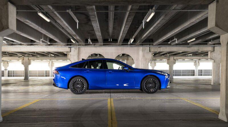 Vätgasbilen Mirai kommer i Toyotas bildelningstjänst